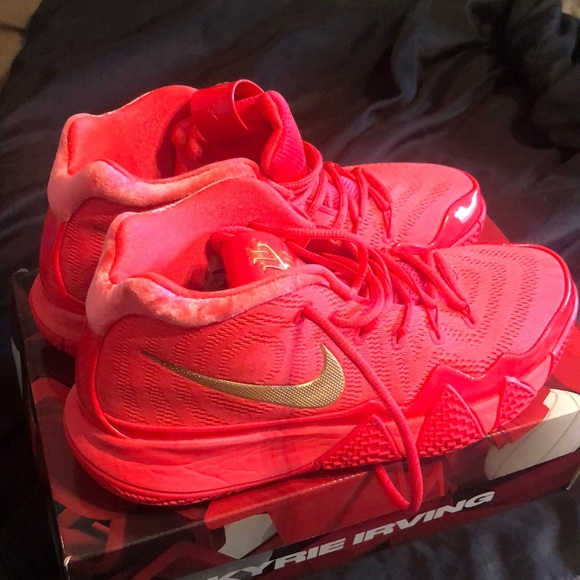 "1dda43ee003 NIKE KYRIE 4 ""RED CARPET"" RARE"